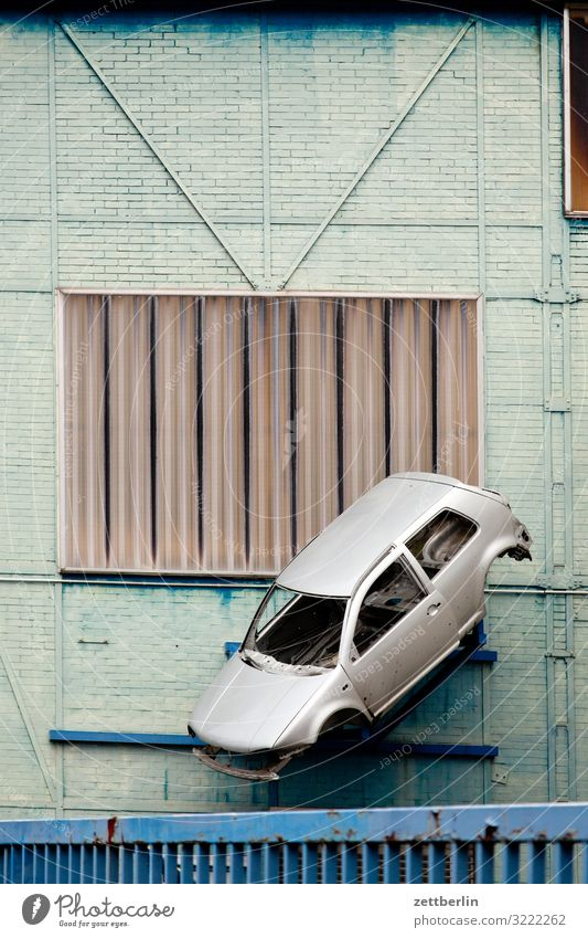Town Berlin Facade Flying City life Car Empty Advertising Advertising Industry Hang Workshop Sudden fall Hover Sheath Scene