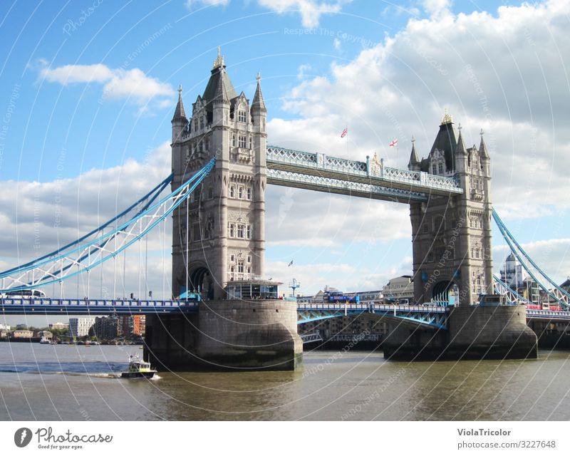 Tower Bridge Vacation & Travel Tourism Sightseeing City trip Water Sky Clouds River Capital city Downtown Manmade structures Tourist Attraction Landmark