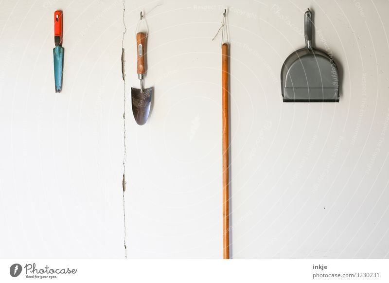 garden tools Gardening Deserted Wall (barrier) Wall (building) Gardening equipment Shovel Broomstick sweeper Hang Authentic Simple Arrangement Row Side by side