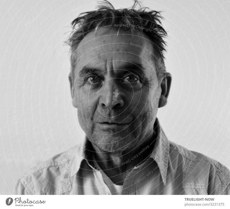 Close to madness (Selfie) Masculine Male senior Man Face 1 Human being 60 years and older Senior citizen Shirt Hair and hairstyles Short-haired Designer stubble