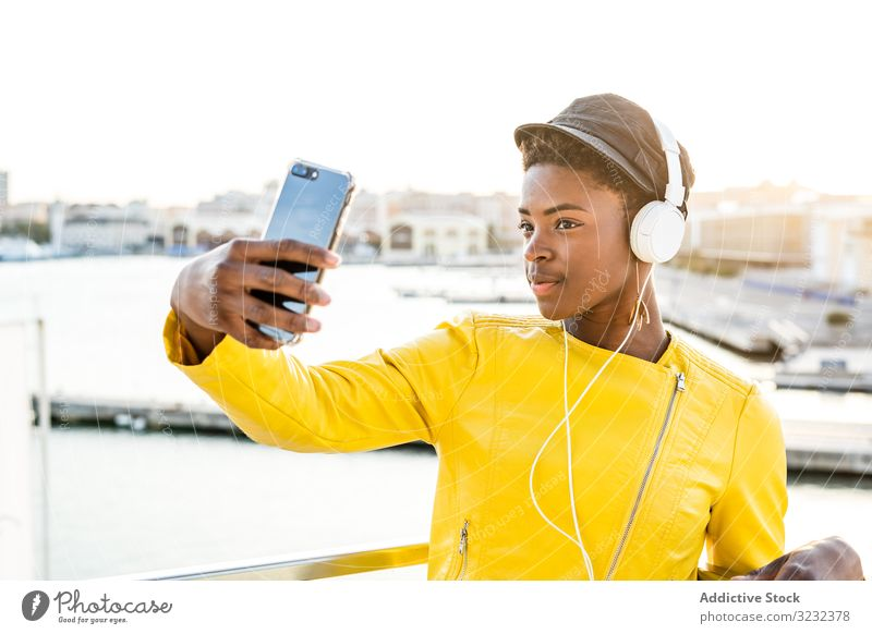 Black woman using mobile phone stylish african american female positive young pretty modern cheerful relax beauty ethnic black copy space cool trendy