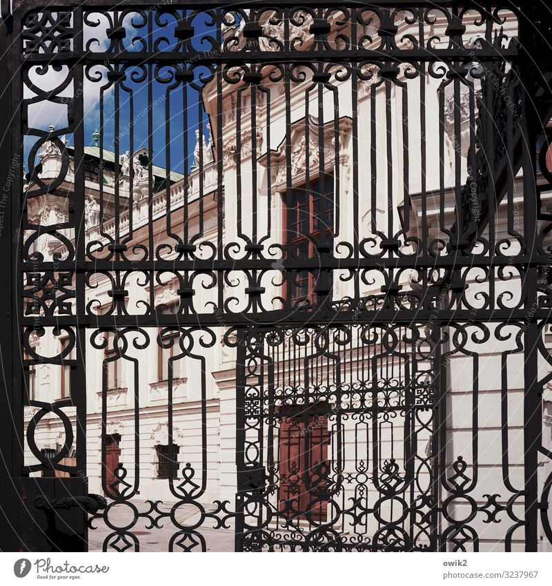 Belvedere Art Work of art Sky Beautiful weather Vienna Capital city Castle Gate Manmade structures Building Portal Wall (barrier) Wall (building) Window Door