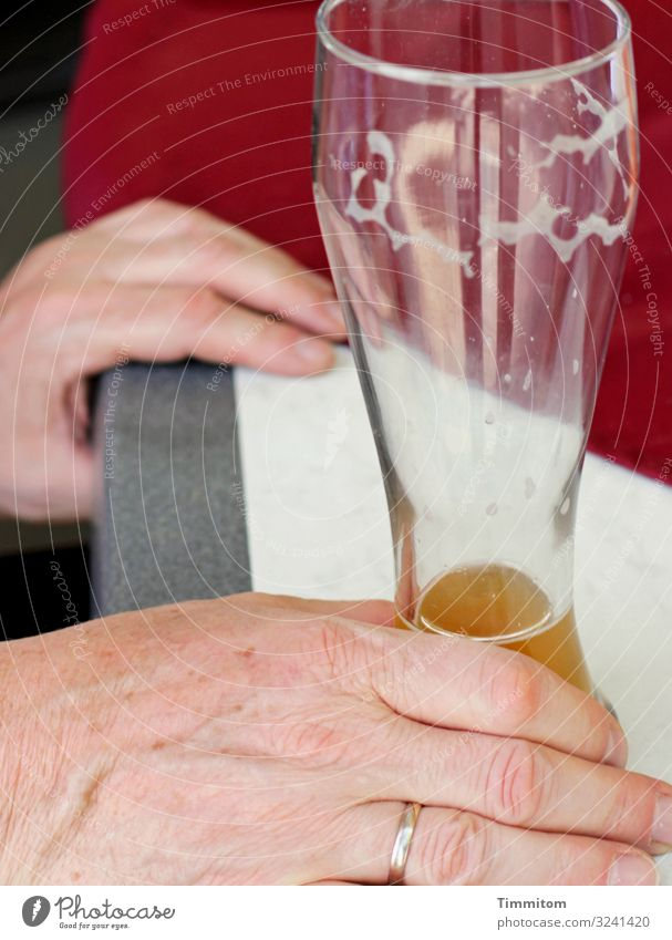 Almost empty Beverage Beer wheat beer glass Man Adults Hand 1 Human being Glass Plastic Drinking Wait Simple Gray Red White Emotions Calm Gastronomy Table