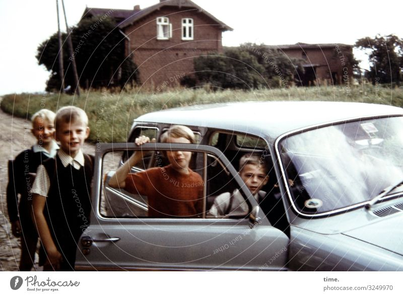 Childhood games. Occupying cars. Masculine Feminine girl Boy (child) Infancy 4 Human being Meadow House (Residential Structure) Transport Means of transport