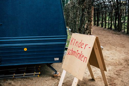 Make-up for children Christmas & Advent Event Caravan Sign Characters Signs and labeling Signage Warning sign Simple Blue Brown Red Business Idyll Communicate