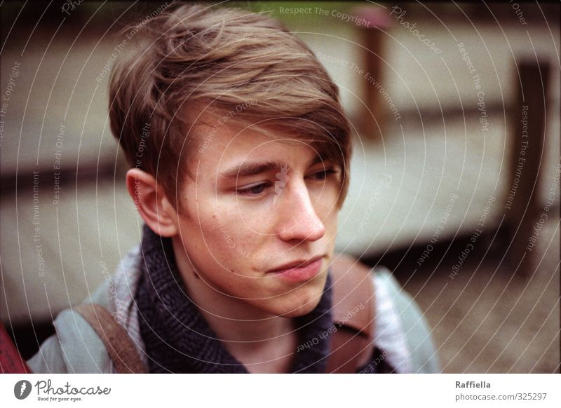 Human being Youth (Young adults) 18 - 30 years Young man Face Adults Eyes Hair and hairstyles Head Masculine Skin Sit Authentic Mouth Nose Observe