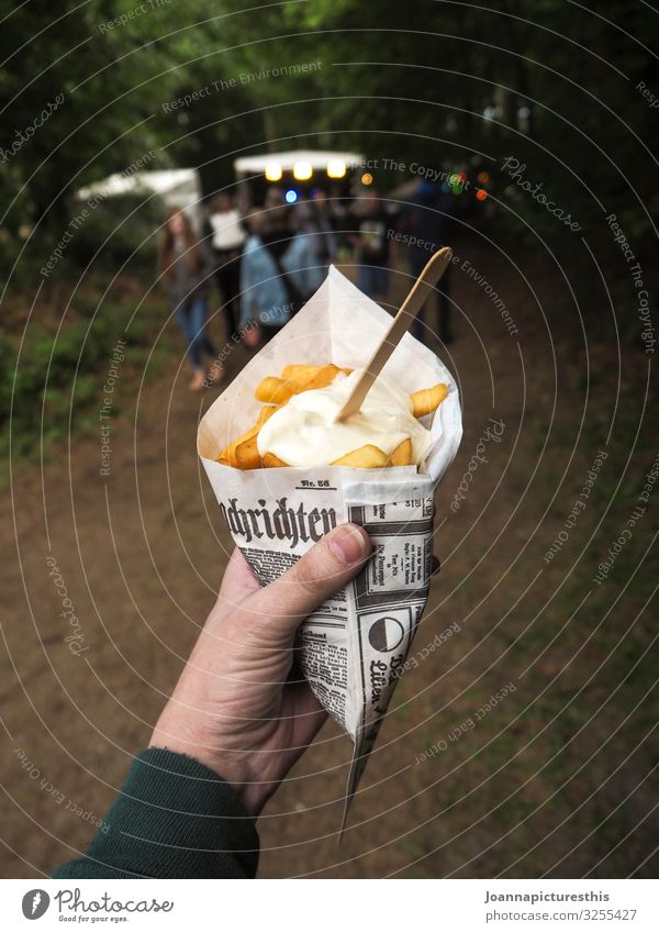 snack Food Fast food Slow food Finger food French fries to go Mayonnaise Overweight Trip Eating Fairs & Carnivals Hand Event Park Forest Packaging To enjoy