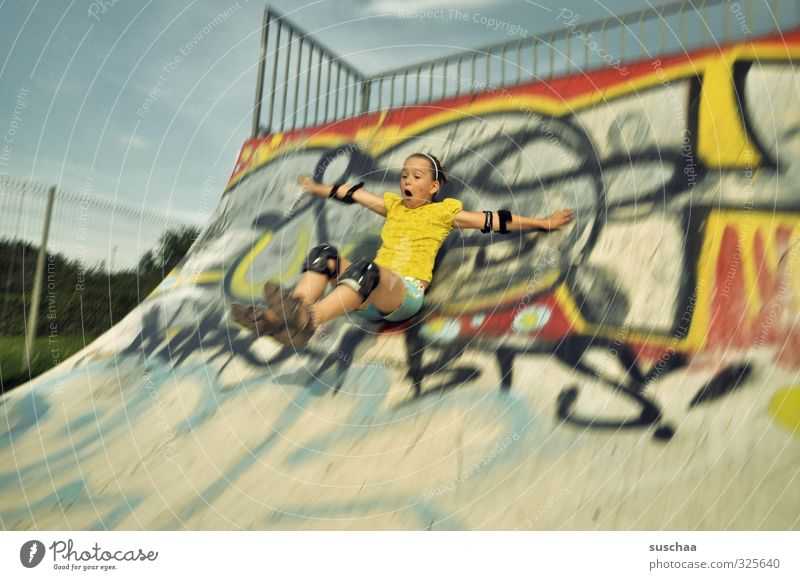 spocht Sports Sporting Complex Halfpipe skatpark Feminine Girl Infancy Body Arm Legs 1 Human being 8 - 13 years Child Youth culture Sit Athletic Wild Skate park