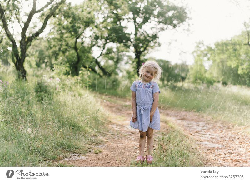 Bullerbüh Leisure and hobbies Playing Summer Summer vacation Child Toddler Girl Infancy 1 Human being 1 - 3 years Dress Blonde Curiosity Lanes & trails Idyll