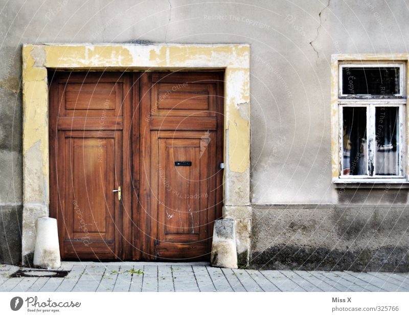 Door IV Living or residing Flat (apartment) House (Residential Structure) Redecorate Old town Deserted Wall (barrier) Wall (building) Window Historic Decline