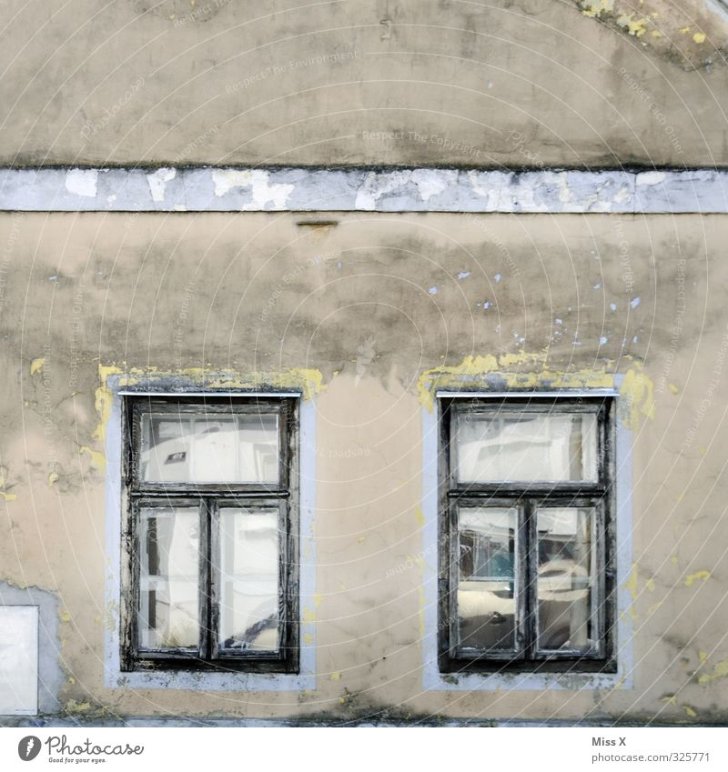 Old House (Residential Structure) Window Wall (building) Senior citizen Wall (barrier) Flat (apartment) Living or residing Transience Decline Uninhabited Ruin