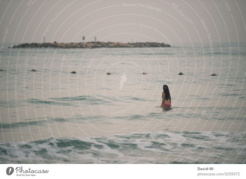 Woman slides into the open sea Ocean Glide cordon Safety peril by oneself be afloat tranquillity To enjoy