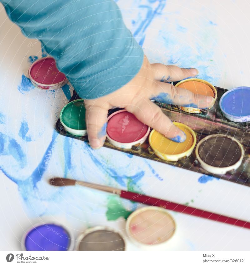 such fun Leisure and hobbies Playing Handicraft Human being Child Toddler Arm Fingers 1 1 - 3 years 3 - 8 years Infancy Art Artist Painter Dark Multicoloured