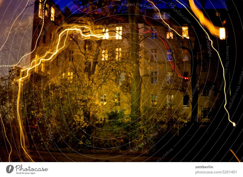 Nature Town House (Residential Structure) Window Street Wall (building) Movement Copy Space Facade Living or residing Line Transport Glittering
