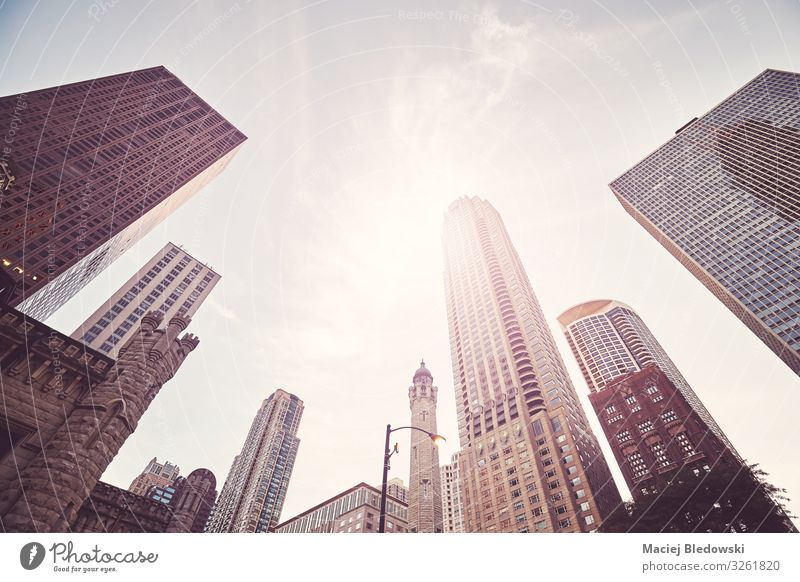 Looking up at Chicago skyscrapers, USA. Shopping Luxury Sun Office Sky Town Downtown Populated High-rise Bank building Building Architecture Elegant Success