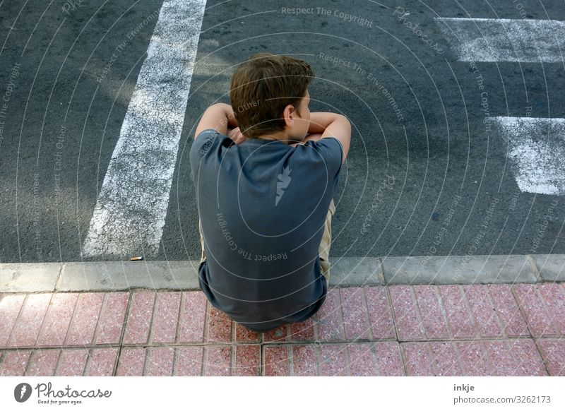 waiting Lifestyle Masculine Boy (child) Young man Youth (Young adults) Infancy Back 1 Human being 8 - 13 years Child 13 - 18 years Transport Street Sidewalk