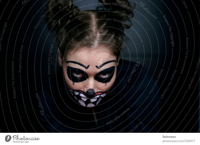 gnihihihihi Carnival Hallowe'en Human being Hair and hairstyles Face Eyes Mouth Teeth 1 Curl Creepy Wild Painted Wearing makeup Colour photo Interior shot Light