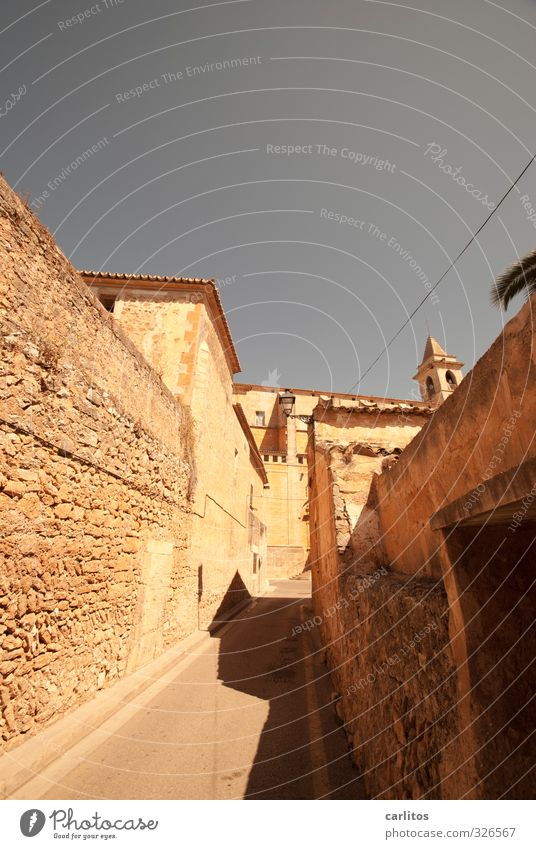 House (Residential Structure) Wall (building) Wall (barrier) Building Facade Esthetic Church Alley Majorca Narrow Mediterranean Old town Town Warm light