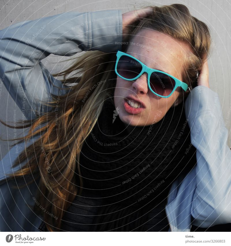 Nelly Feminine Woman Adults 1 Human being Sweater Jacket Sunglasses Blonde Long-haired To hold on To talk Aggression Authentic Rebellious Wild Determination