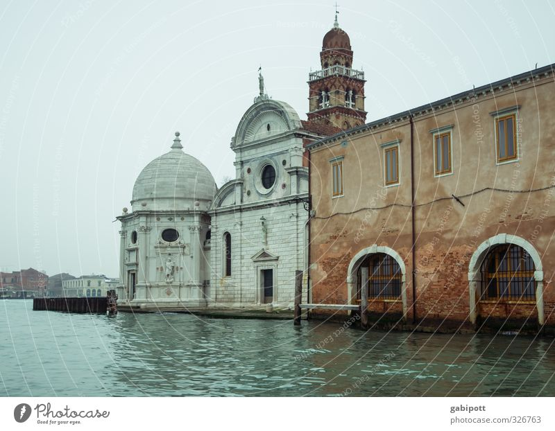 rising water level Water Sky Spring Winter Climate Weather Bad weather Rain Venice Port City Old town Deserted House (Residential Structure) Church Dome Palace