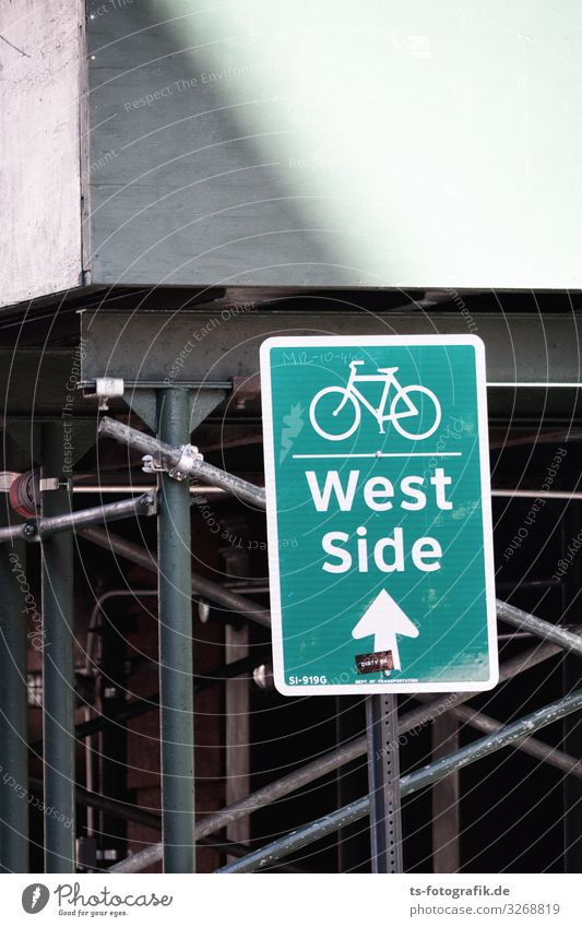 West Side Story on a bike Trip City trip New York City Manhattan west side Downtown Wall (barrier) Wall (building) Transport Means of transport