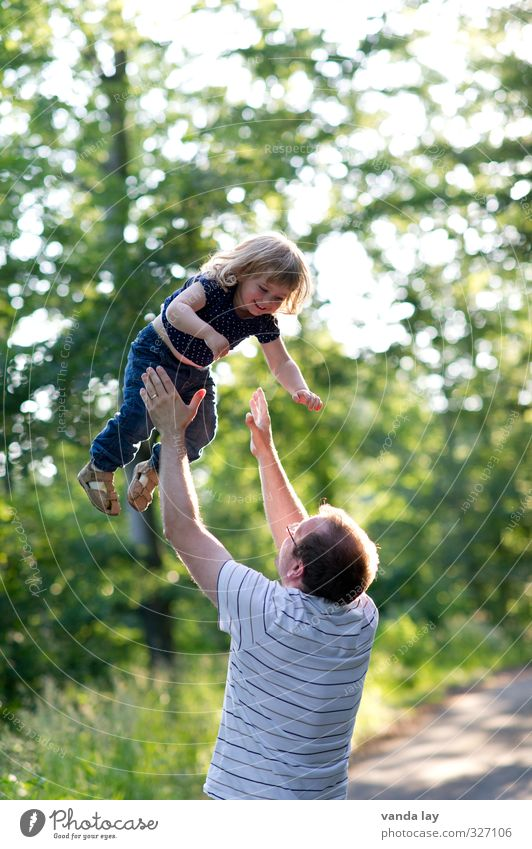 Family Healthy Athletic Leisure and hobbies Playing Trip Adventure Freedom Human being Masculine Toddler Girl Parents Adults Father Infancy Life 2 1 - 3 years