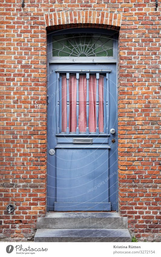 welcome to nostalgia House (Residential Structure) Brugge Building Architecture Door Brick Beautiful Retro Blue Red Nostalgia Entrance Curtain Checkered