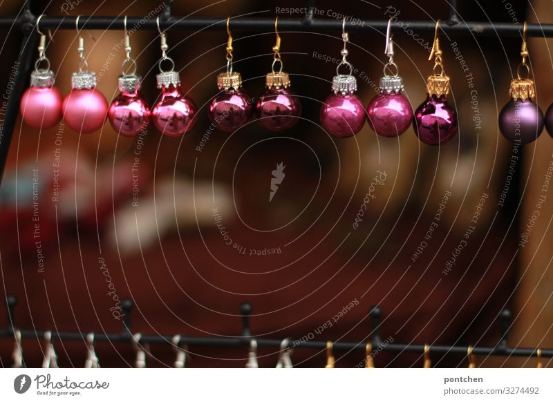 Christmas tree balls in berry tones lined up at a booth on the Christmas market Feasts & Celebrations Christmas & Advent Esthetic Authentic Glittering
