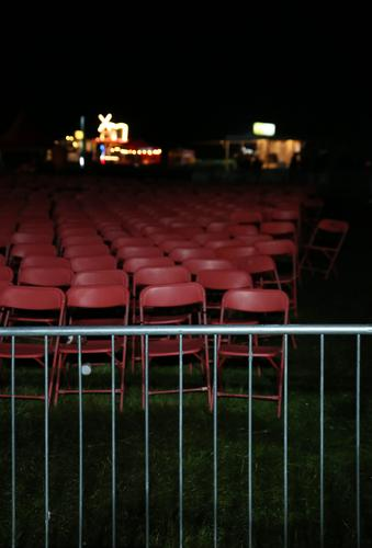 Seated area (I) Chair Event Feasts & Celebrations Outdoor festival Music festival Meadow Fence Gastronomy Restaurant Stalls and stands Exterior shot Dark