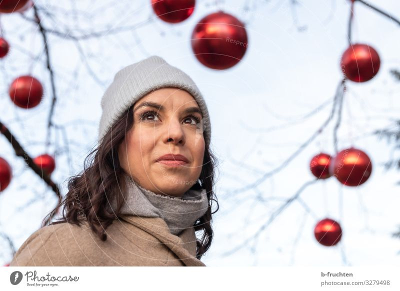 portrait of a woman Entertainment Event Feasts & Celebrations Christmas & Advent New Year's Eve Woman Adults Face 1 Human being 30 - 45 years Autumn Winter Tree