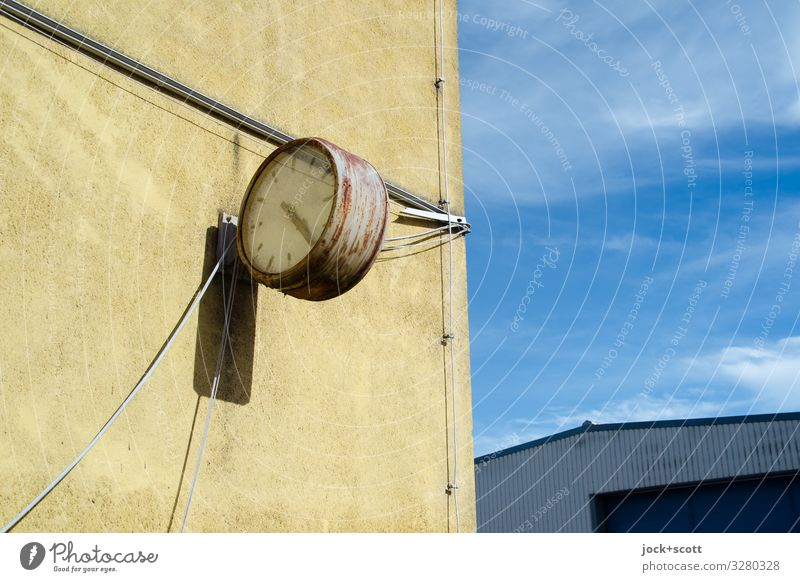 Timeless GDR Sky Summer Müritz Office building Warehouse Wall (barrier) Wall (building) Clock Clock hand Cable Metal Rust Simple Broken Retro Gloomy Town Warmth