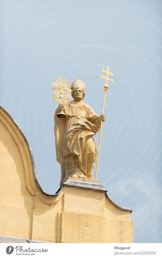 Saint Man Adults 1 Human being 45 - 60 years 60 years and older Senior citizen Church Stand Friendship Patron Statue Crucifix monstrance Clergyman Colour photo