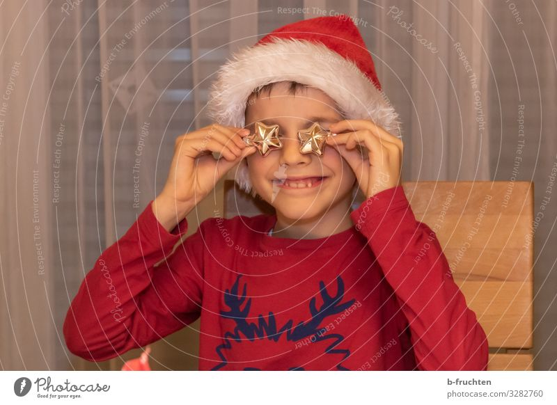 I have stars in my eyes Living room Entertainment Feasts & Celebrations Christmas & Advent New Year's Eve Child Boy (child) Face Arm Fingers 1 Human being