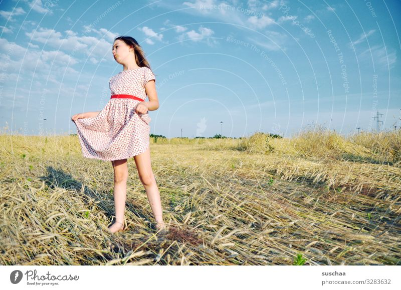 star thaler Child Girl Feminine Freedom Playing Joy Good mood Summery Dress Sky Straw Field Infancy Happiness Light heartedness Retro Grain field Cornfield