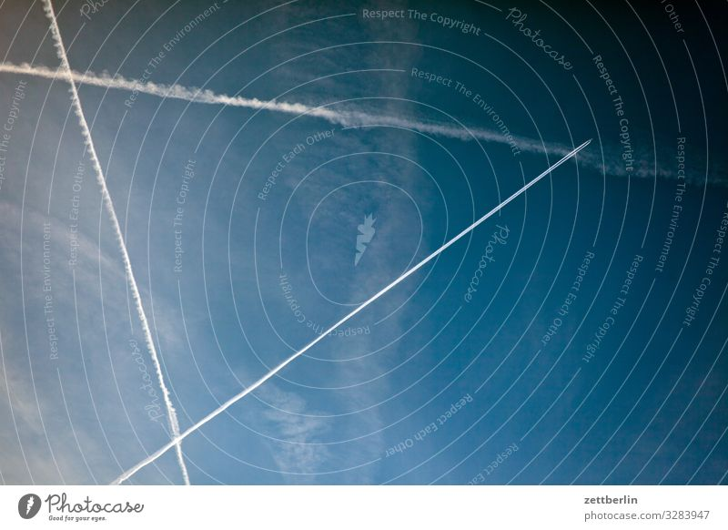 as the crow flies Vapor trail Carbon dioxide Triangle Aviation Airplane Worm's-eye view Sky Heaven Climate Climate change Vacation & Travel Travel photography