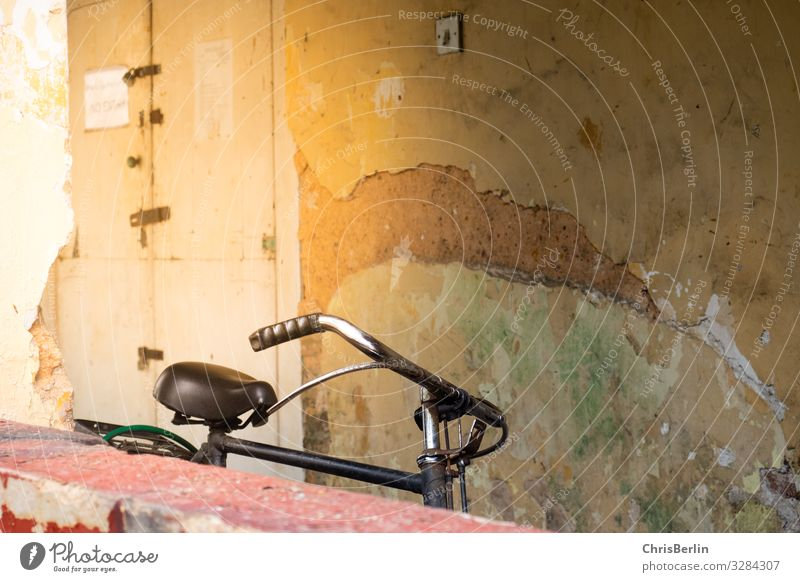 lonely bicycle Cycling Old town Wall (barrier) Wall (building) Means of transport Bicycle Authentic Decadence Loneliness Uniqueness Experience Town Decline