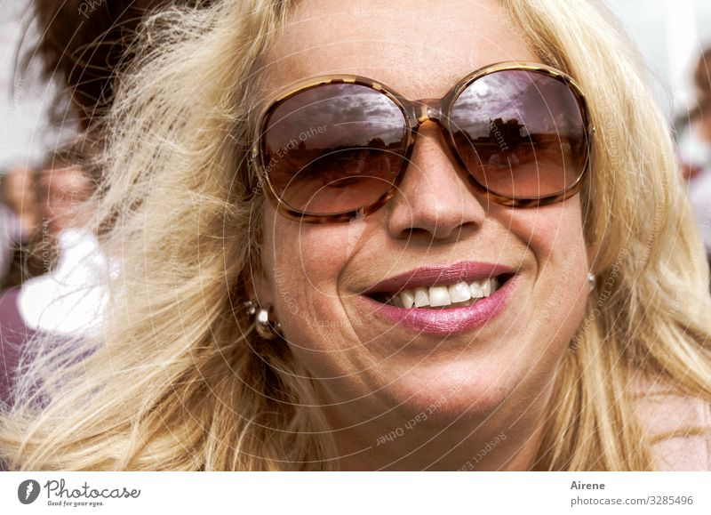 the light days Feminine Woman Adults Head Hair and hairstyles Face 1 Human being 30 - 45 years Sunlight Summer Beautiful weather Sunglasses Blonde Long-haired
