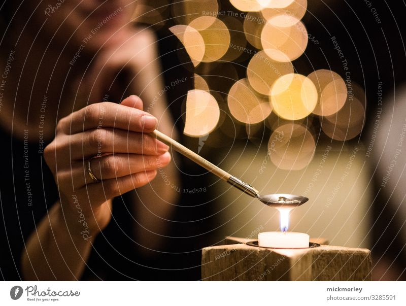 Calm Joy Happy Feasts & Celebrations Party Together Decoration Metal Illuminate Dream Gold Culture Warm-heartedness Observe Sign Curiosity