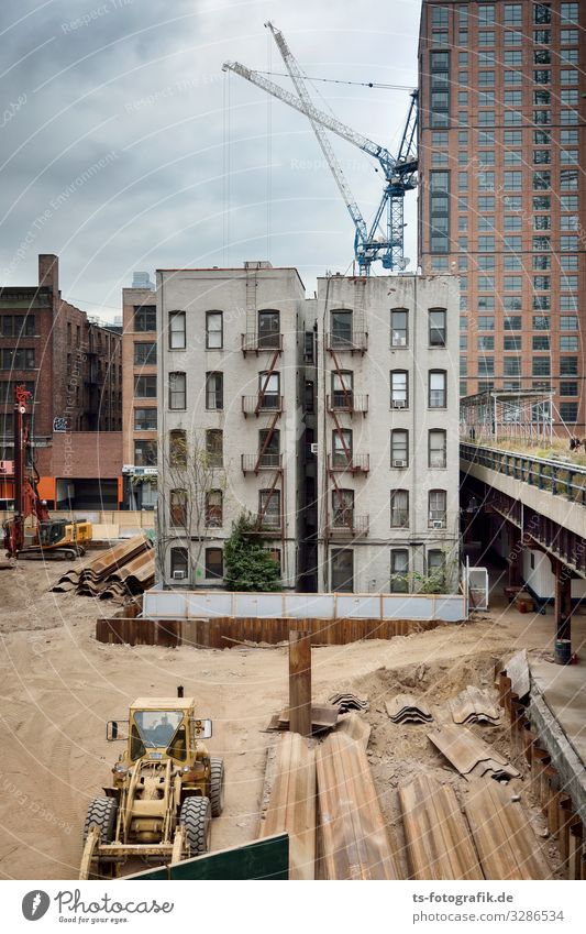 The last of its kind in the gentrification zone, New York Construction site Economy Business New York City Manhattan USA Downtown Skyline