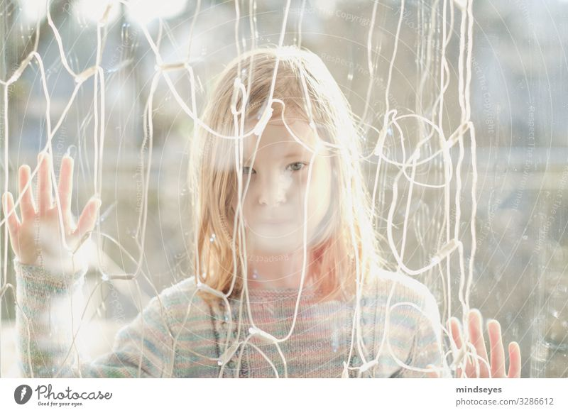 In front of the disc II Playing Living or residing Fairy lights Girl 1 Human being 3 - 8 years Child Infancy Observe Dream Sadness Bright Natural Homesickness
