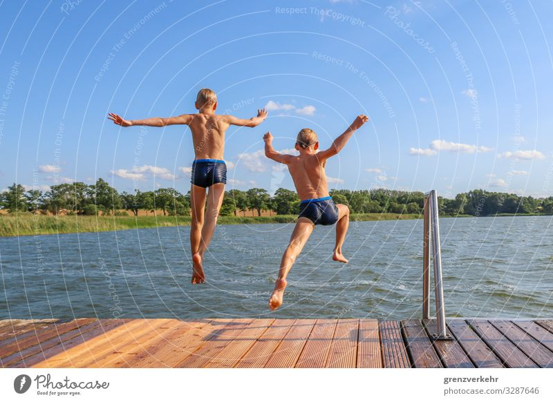 Twin Jump Swimming & Bathing Leisure and hobbies Summer vacation Beach Boy (child) Brothers and sisters Infancy Back 2 Human being 8 - 13 years Child