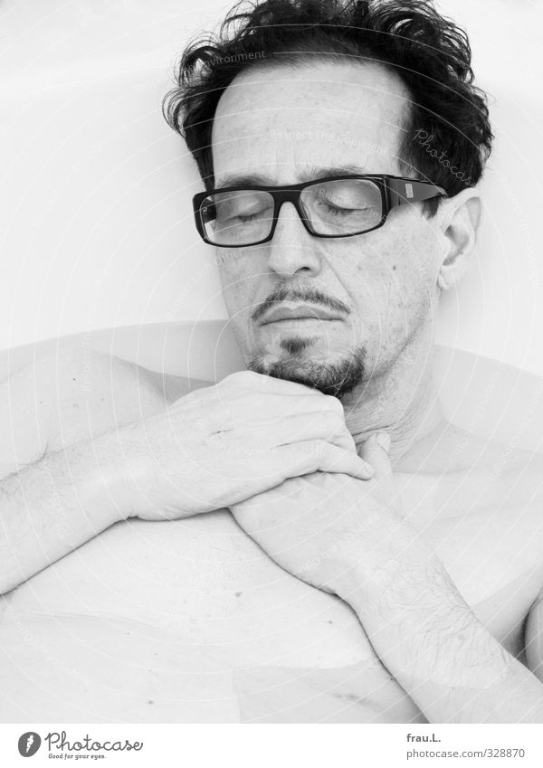 sleeper Personal hygiene Wellness Well-being Swimming & Bathing Living or residing Human being Masculine Man Adults 1 45 - 60 years Eyeglasses Facial hair