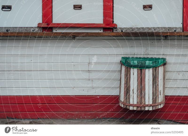 kiosk Frankfurt Town Deserted Kiosk Facade Wooden facade Trash container Old Trashy Trade Retail sector Vacancy Closed Colour photo Exterior shot Day