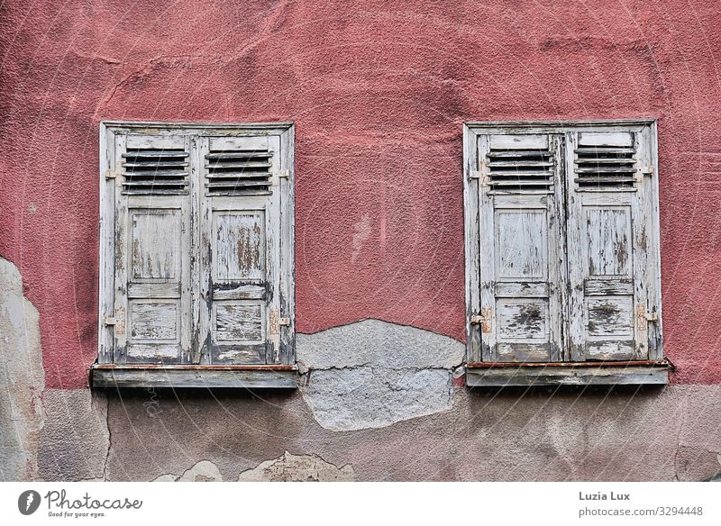 Old windows Town Old town House (Residential Structure) Building Wall (barrier) Wall (building) Facade Window Broken Gray Pink Gloomy Derelict Shutter