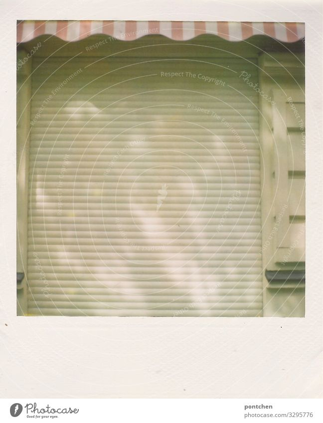 closed Trade Old Uniqueness Retro Gloomy Town Pink Sun blind Store premises Closed Insolvency online trading Online store die of loading Roller shutter Berlin