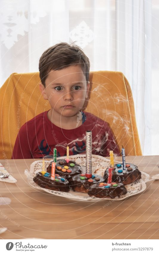 children's birthday party Food Cake Dessert Candy Chocolate Eating Party Feasts & Celebrations Birthday Schoolchild Child Face 1 Human being Candle Sign Looking