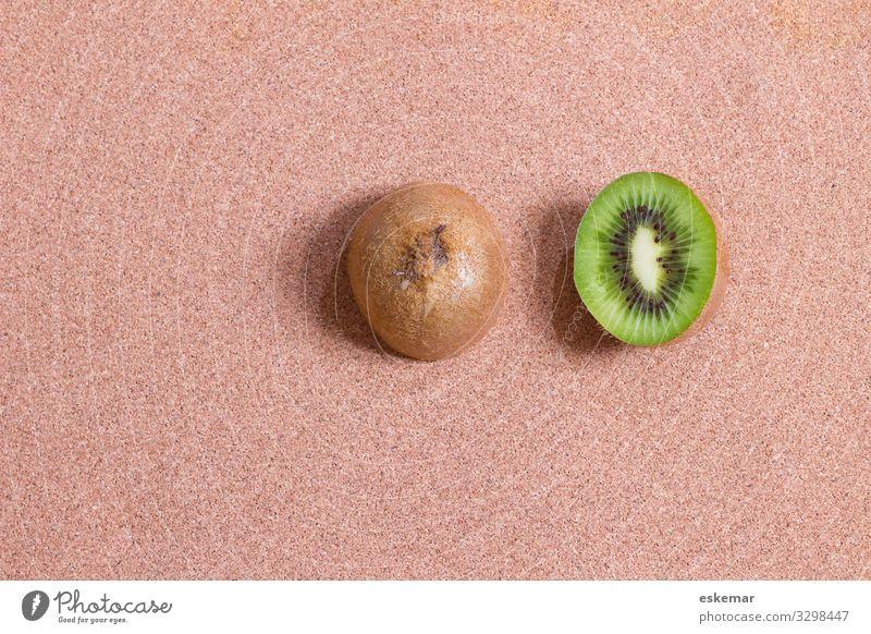 Kiwi halbe Obst Textfreiraum Frucht Hintergrund Kiwis niemand Kork braun Essen Lebensmittel Aufsicht Vogelperspektive halbiert Hälfte
