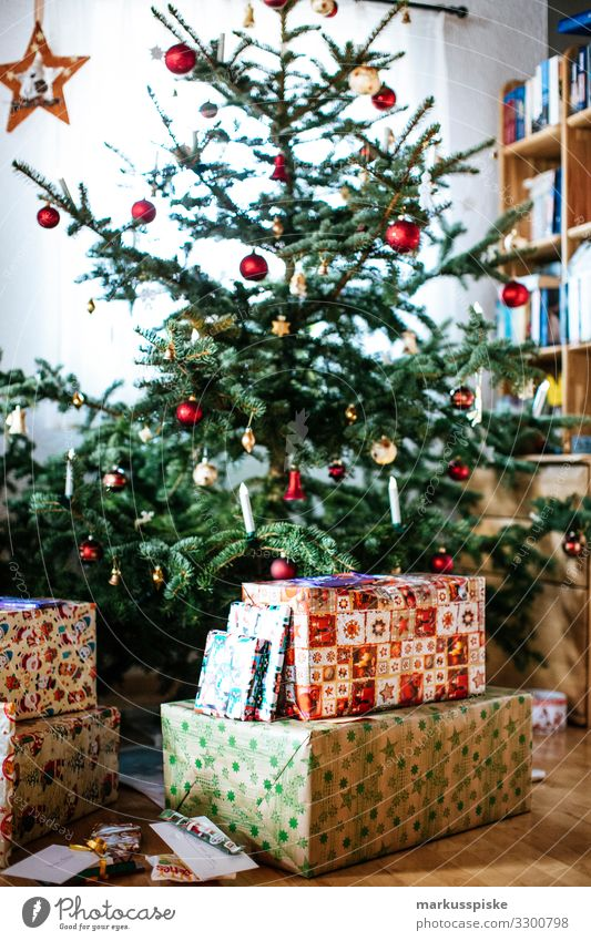 Christmas tree with gifts Lifestyle Luxury Joy Happy Living or residing Flat (apartment) Room Living room Feasts & Celebrations Christmas & Advent Grandparents
