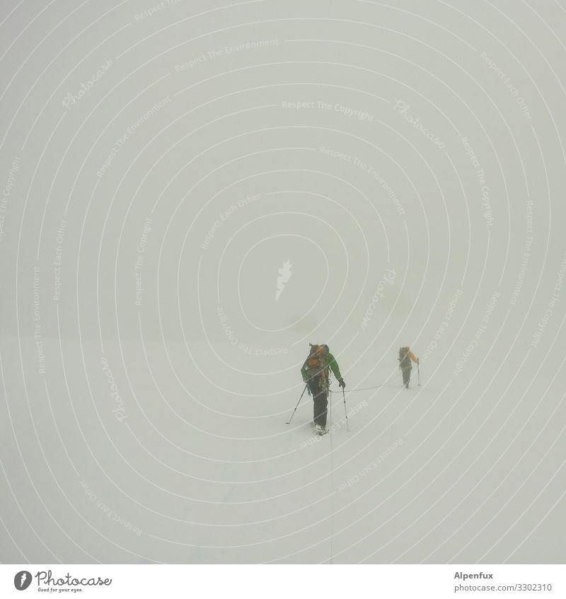 Whiteout ! 2 Human being Bad weather Fog Ice Frost Stand Hiking Threat Cold Optimism Willpower Brave Fear Fear of death Fear of heights Dangerous Distress