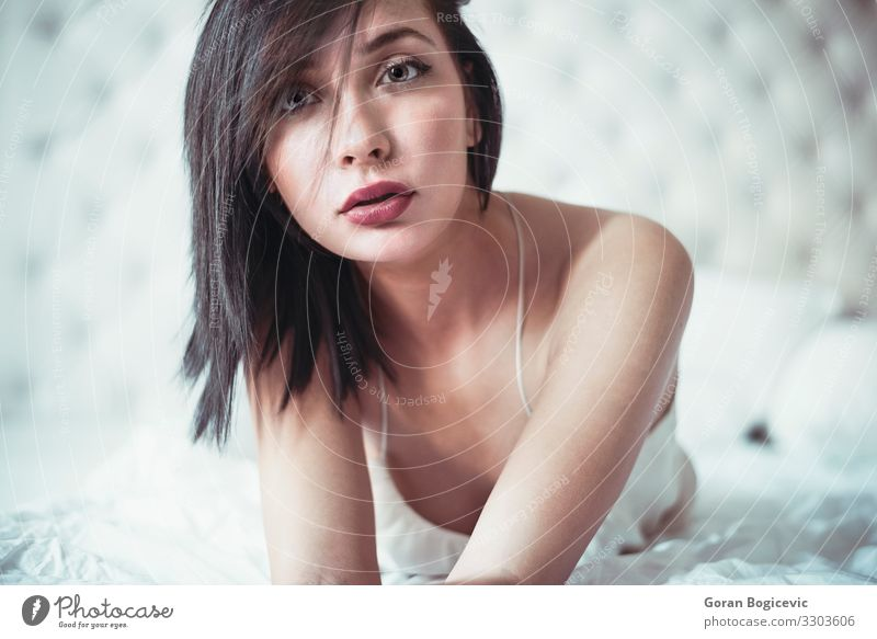 Attractive woman in the bed Lifestyle Beautiful Face Bedroom Human being Feminine Young woman Youth (Young adults) Woman Adults 1 18 - 30 years Fashion